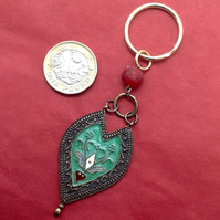 Keyring with a vintage enamel pendant and a bead of recycled glass