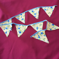 SMALL ROSE FLOWER PARTY BUNTING, 3ft (approx 1m), 9 TRIANGLE PENDANTS; FREE P&P