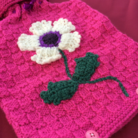 HAND-KNITTED DAISY HOT WATER BOTTLE COVER,BASKET WEAVE DES PRESENT (FREE P&P,UK)