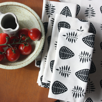 Set of 4 leaf pattern napkins
