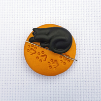Black Cat Needle Minder with Gold Base. For cross stitching, embroidery, sewing