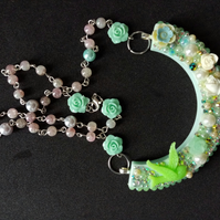Resin cast Green love dove, roses and pearls collar necklace