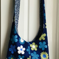 Reversible sling bag retro flowers