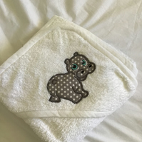 Hooded baby towel in white with Hippo on