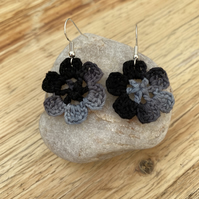 Flower earrings in black and grey on .925 silver hooks