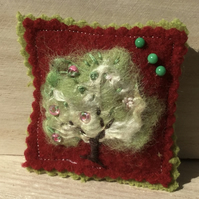 Spring pin cushion