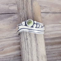 Medium Wave Ring with Peridot Size L-S