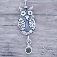 Owl Pendant with 9ct beak and Peridot