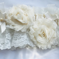 CELINE Ivory Two Roses Lace Wedding Garter
