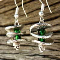 Drop earrings with small green beads and silver discs