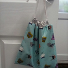 60's style cats on chairs blue drawstring bag