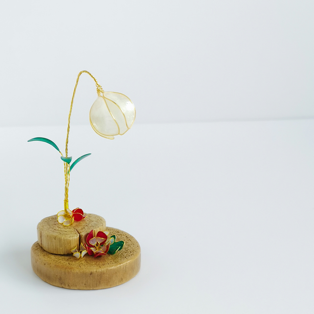 Little ornament,flower ornament, driftwood and wire home decor, woodlands decor