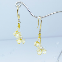 Ivory flower earrings, handmade flower earings, bridal earrings