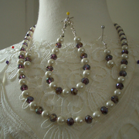 Pearl and crystal jewellery set necklace bracelet and earrings