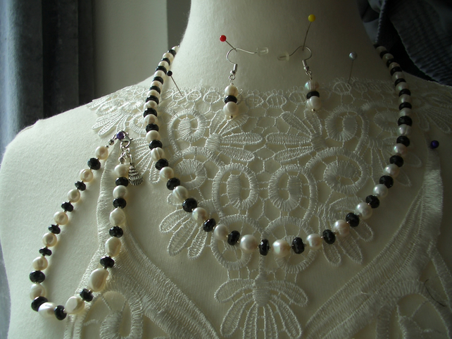 Cultured Pearl and Faceted Black Spinel Jewellery Set