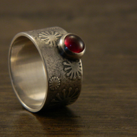 Contemporary Sterling Silver and Garnet Floral Print Ring - Size O