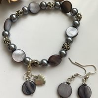 Grey shell and glass bead stretch bracelet