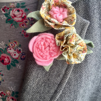 set of 3 felt and Liberty fabric flower brooches  yellow Claire Aude (2)