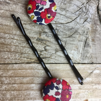 Pair of Liberty button bobby pins, hair grips red