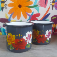 Grey hand painted enamel mug with roses and daisies