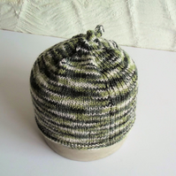 Hand knitted Babies Hat, Age 1, Green and White