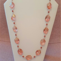 Chunky necklace with pink speckled beads