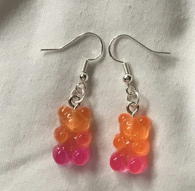 Two toned gummy bears