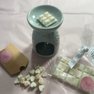 Large Wax Melt Gift Box including 3 Snap Bars, Mini Heart Melts & Burner