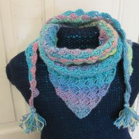 Triangular neck scarf with tassels