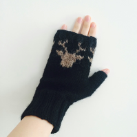 Black Fingerless Gloves - Scandinavian Christmas Reindeer Unisex