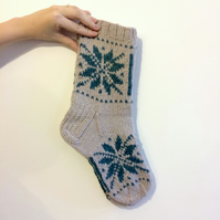 Thick Hand knitted Wool Socks for Men in Grey with Traditional Nordic Star Snowf