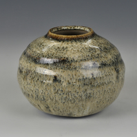 A squat, stoneware vase with Nuka glaze