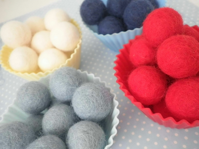 Pack of x25 100% Wool Felt Typically British Balls 1.5cm