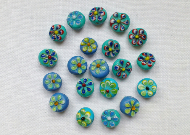 20 x Flower Glass Beads - Blue