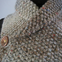Tweedy neckwarmer with Vintage button