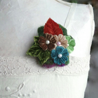 Flower power brooch