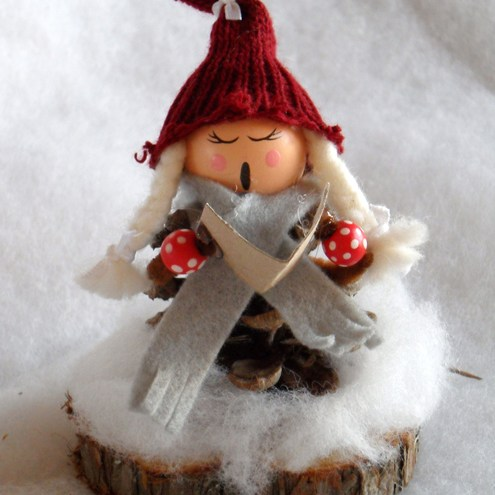 Scandinavian Christmas Decoration - Singing Elf (Santa)