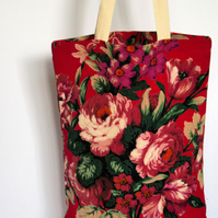 Red blooms Classic Tote with Gusset – simple fabric bag