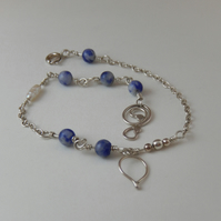Sterling silver Bracelet with Denim Lapis Lazuli beads & Pearl