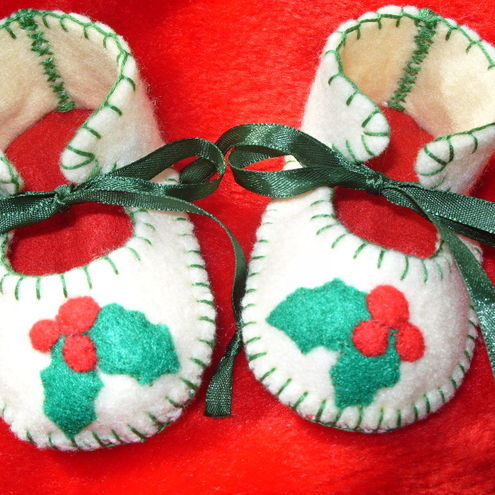 BEAUTIFUL CREAM AND RED CHRISTMAS BABY BOOTIES WITH WONDERFUL HOLY LEAVES MOTIFS-HAND-STITCHED
