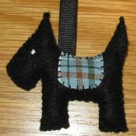 'Sniffles the dog' felt keyring