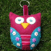 Large pink felt owl keyring/ decoration