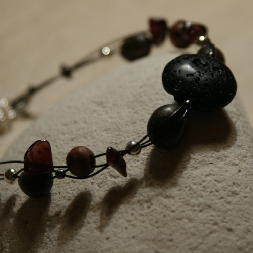 Volcano bracelet - lavastone, garnet and wood