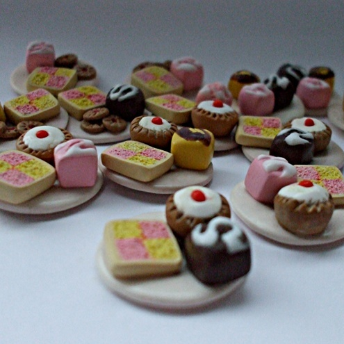 teatime plateful - mini collectable cakes
