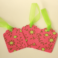 Pack of 3 pink and green gift tags