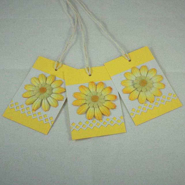 Pack of 3 yellow flower gift tags
