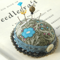Large 'Seaweed' Pincushion Brooch in Green