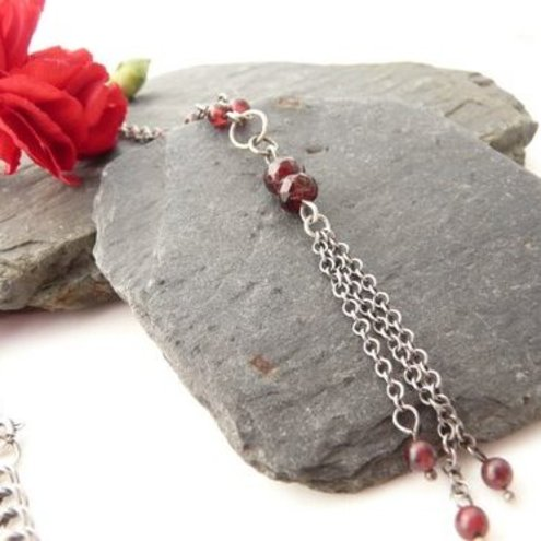 Garnet and sterling silver necklace (N9)