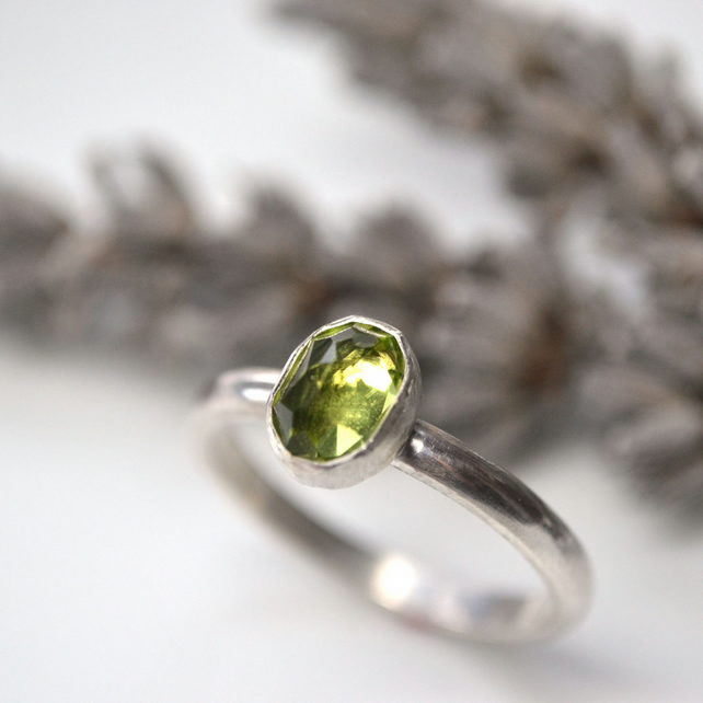 Oval peridot stacking ring