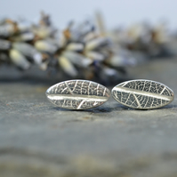 Little oval silver leaf studs